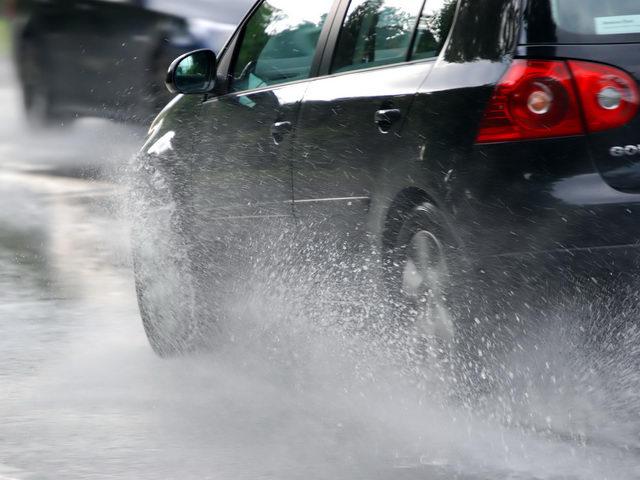 Nguyên nhân nhiều tai nạn xảy ra khi trời mưa - 1