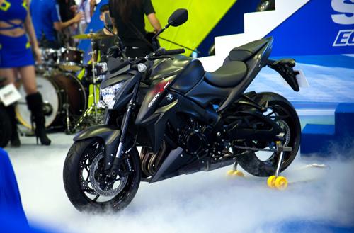 Suzuki Việt Nam ra mắt 3 mẫu xe mới tại triển lãm mô tô, xe máy 2017 - 4