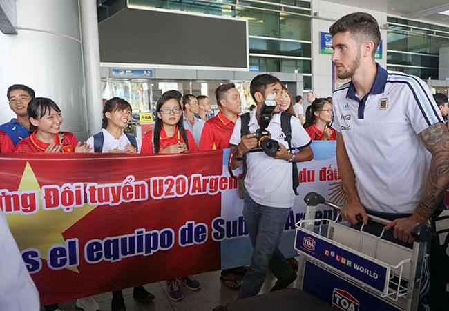 Đến Việt Nam, đàn em Messi sẵn sàng đấu Công Phượng & U20 VN - 4