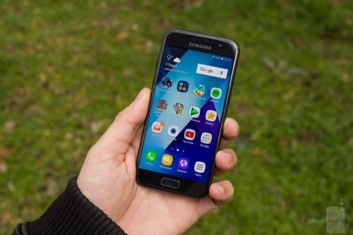 """Top smartphone pin bền, giá """"mềm"""" tháng 5 - 5"""
