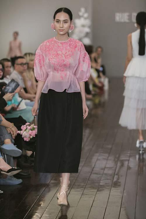 Dàn mẫu Việt quá gợi cảm với váy áo mỏng như sương - 7