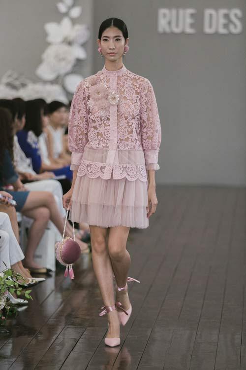 Dàn mẫu Việt quá gợi cảm với váy áo mỏng như sương - 5