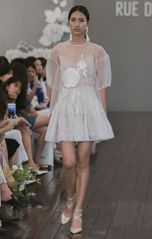 Dàn mẫu Việt quá gợi cảm với váy áo mỏng như sương - 6