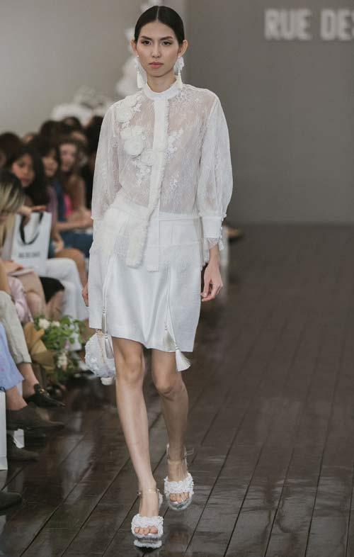 Dàn mẫu Việt quá gợi cảm với váy áo mỏng như sương - 1