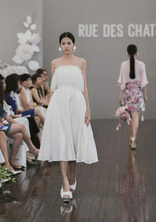 Dàn mẫu Việt quá gợi cảm với váy áo mỏng như sương - 9