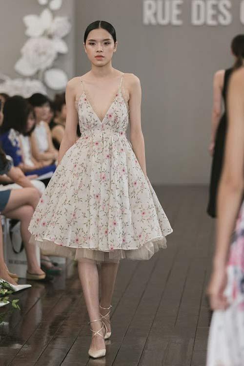 Dàn mẫu Việt quá gợi cảm với váy áo mỏng như sương - 16