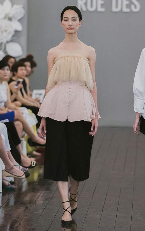 Dàn mẫu Việt quá gợi cảm với váy áo mỏng như sương - 8