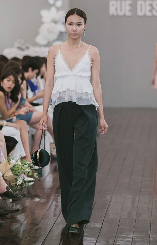 Dàn mẫu Việt quá gợi cảm với váy áo mỏng như sương - 11