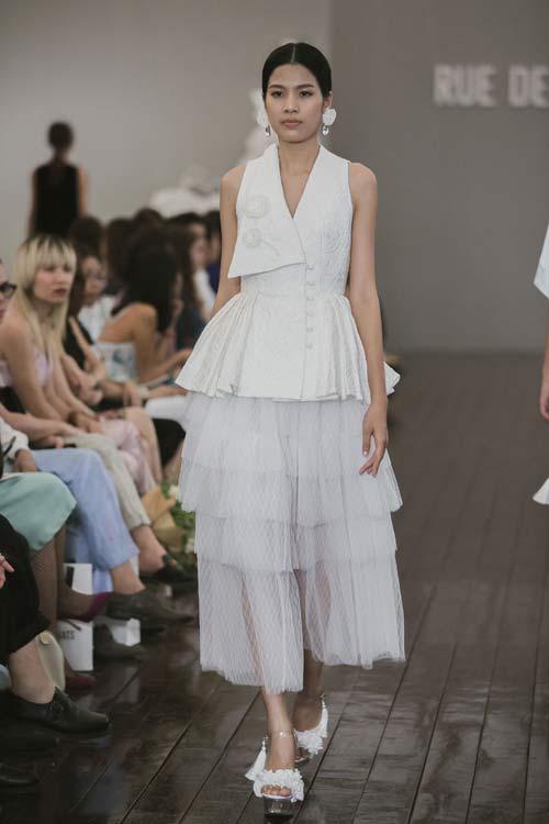 Dàn mẫu Việt quá gợi cảm với váy áo mỏng như sương - 13