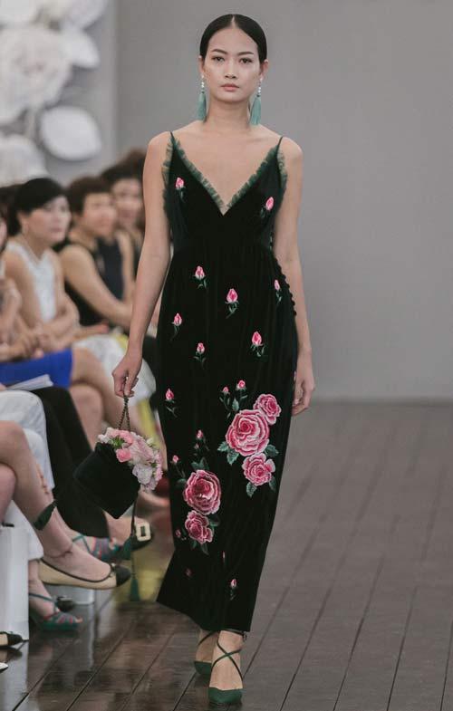 Dàn mẫu Việt quá gợi cảm với váy áo mỏng như sương - 12