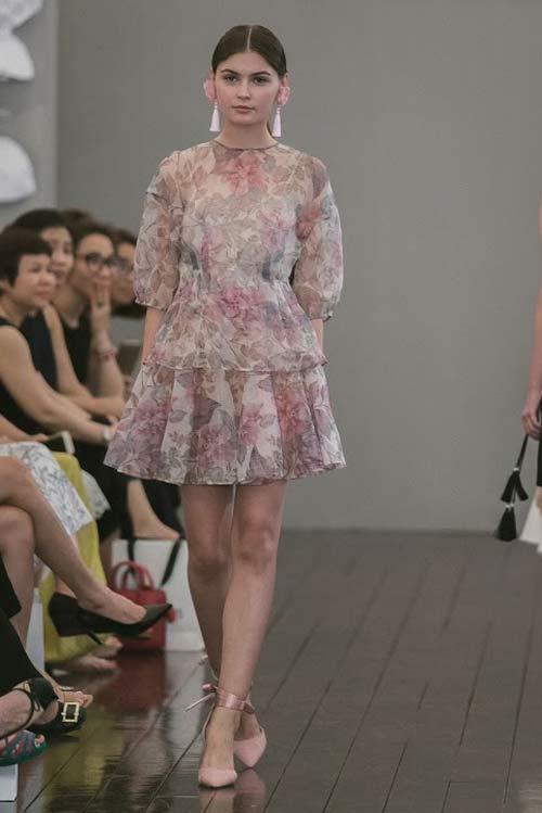 Dàn mẫu Việt quá gợi cảm với váy áo mỏng như sương - 17