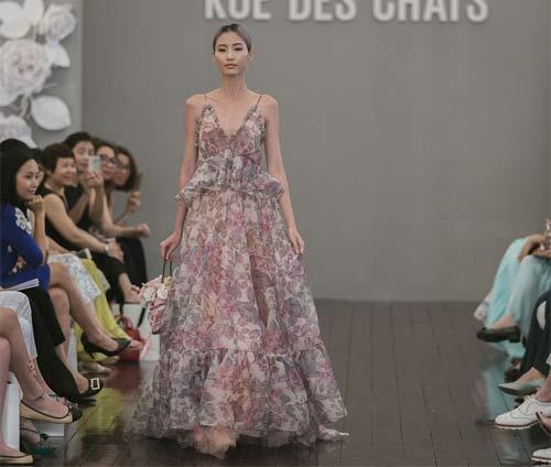 Dàn mẫu Việt quá gợi cảm với váy áo mỏng như sương - 19
