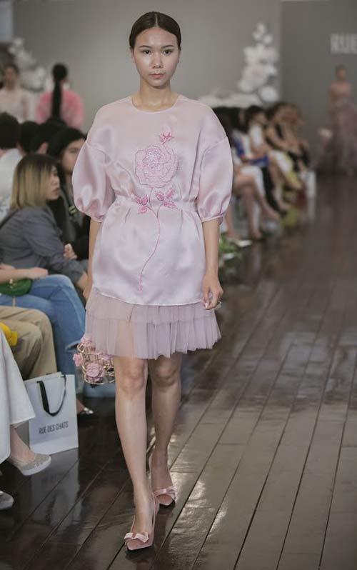 Dàn mẫu Việt quá gợi cảm với váy áo mỏng như sương - 18