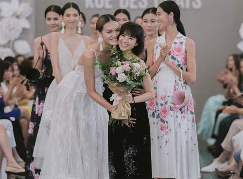 Dàn mẫu Việt quá gợi cảm với váy áo mỏng như sương - 20