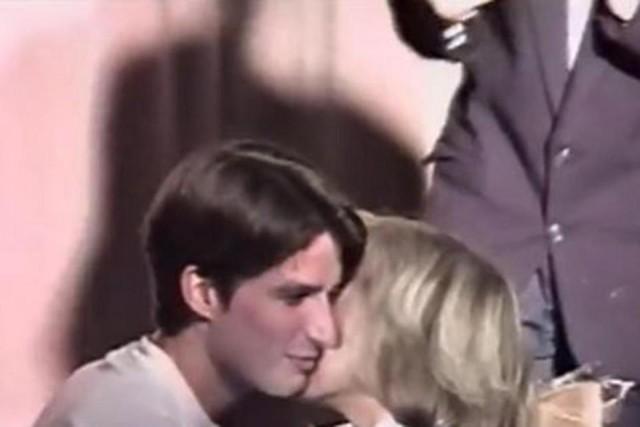 Người vợ 64 tuổi giúp Tổng thống trẻ nhất Pháp đắc cử? - 2