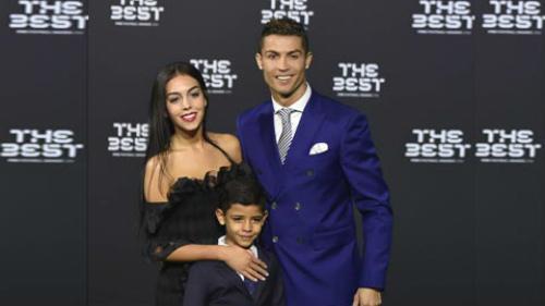 Bồ xinh mặc bikini quyến rũ, Ronaldo quấn quít không rời - 5