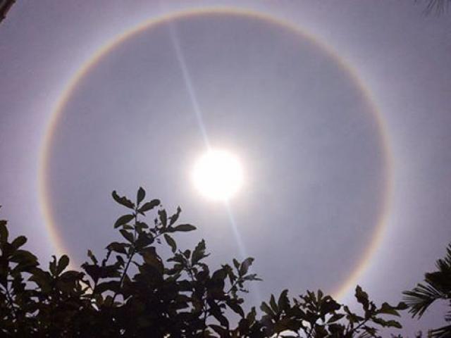 Quầng sáng lạ xuất hiện trên bầu trời Cố đô Huế trước ngày rằm tháng Tư