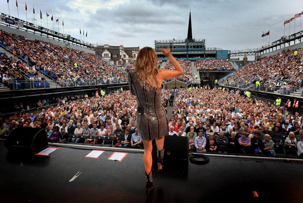 Chuyện ít biết về nữ tỷ phú giàu nhất nước Anh - 15