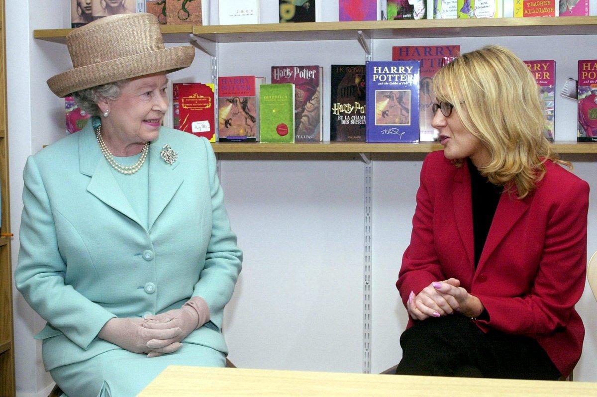 Chuyện ít biết về nữ tỷ phú giàu nhất nước Anh - 14