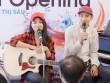 Thái Trinh- Quang Đăng đệm đàn hát mừng showroom Việt Thương