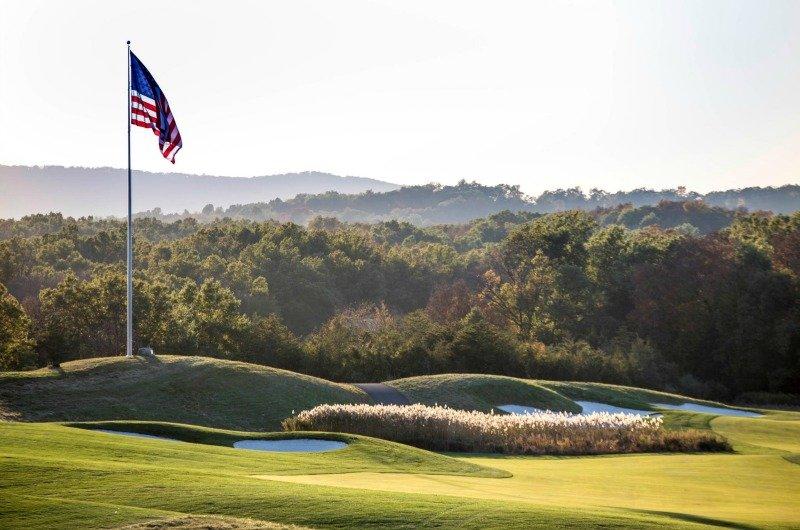 Dạo 1 vòng sân golf đặc biệt của Tổng thống Trump - 8