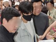 """Ngắm trai đẹp Lee Min Ho bịt kín như """"007"""" lên đường nhập ngũ"""