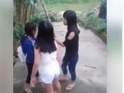 Tin tức trong ngày - Xôn xao clip nữ sinh ở Huế đánh nhau