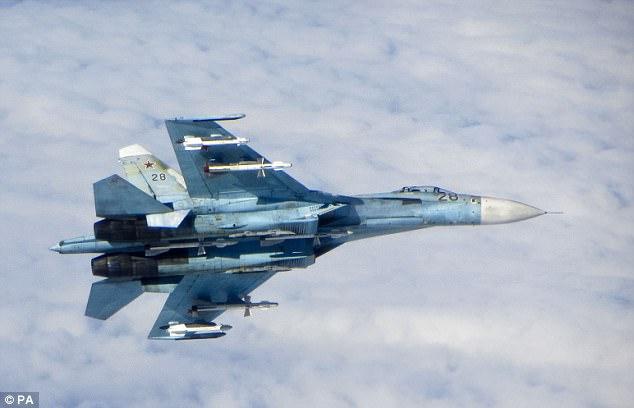 Chiến đấu cơ Nga bay cách máy bay Mỹ 6 mét - 1