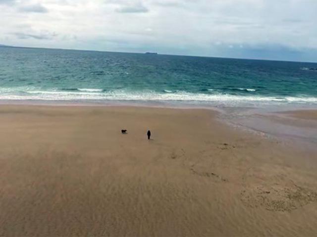 Du lịch - Bãi biển đột ngột xuất hiện trở lại sau hơn 30 năm biến mất