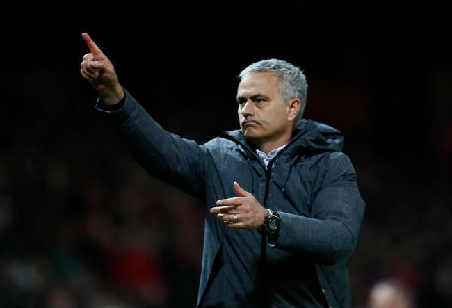 MU-Mourinho sắp ăn 3, bùng nổ hơn Chelsea-Conte vô địch - 2