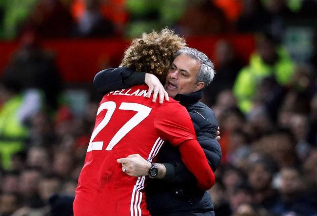 MU-Mourinho sắp ăn 3, bùng nổ hơn Chelsea-Conte vô địch - 3