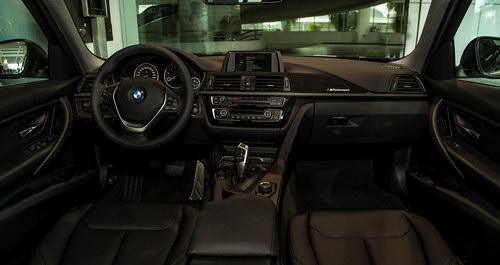 BMW 320i 'thể thao' giá 1,667 tỷ đồng ở Việt Nam - 3