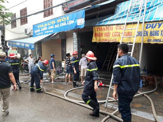 Cháy cửa hàng bánh cuốn, giò chả, 3 người bị bỏng - 4