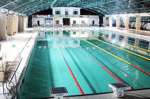 Nam sinh viên nằm bất động dưới đáy hồ bơi ở Sài Gòn - 1