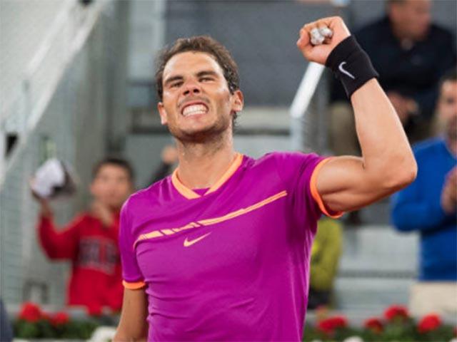 """Nadal """"đấm gió"""", Djokovic choáng với quyền lực đất nện"""