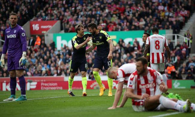"Stoke City - Arsenal: Ghi bàn ""bẩn"" kiểu Maradona vẫn thua - 1"