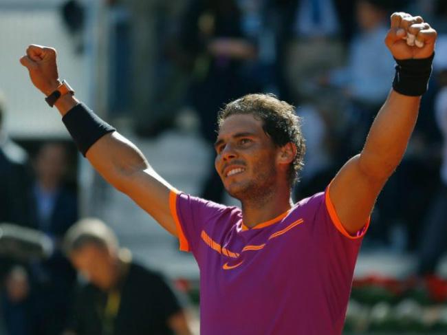Djokovic đuổi bóng như bắt gà, Ronaldo cười hả hê vì Nadal - 1