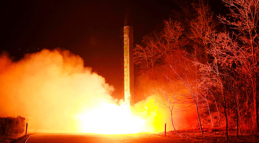 Triều Tiên phóng tên lửa bay 700km ra biển Nhật Bản - 1