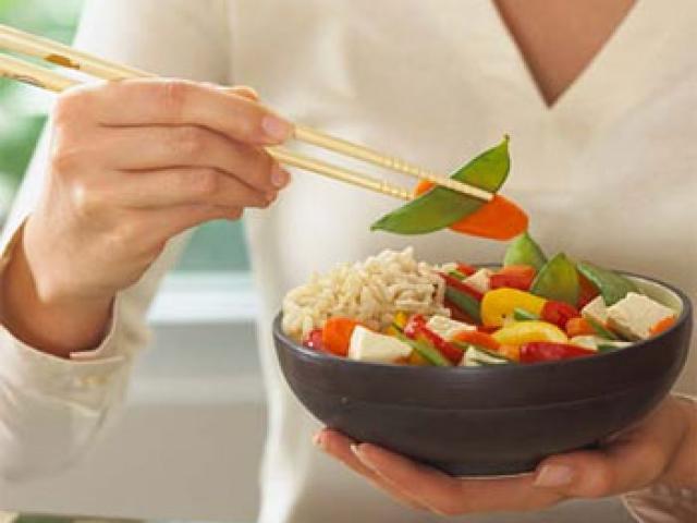 Sức khỏe đời sống - Nhập viện vì ăn chay mà vẫn vừa béo, vừa yếu