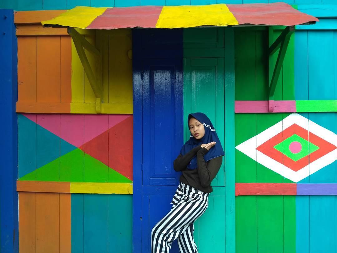 """Ngôi làng 7 màu đang khiến dân """"sống ảo"""" chao đảo ở Indonesia - 4"""