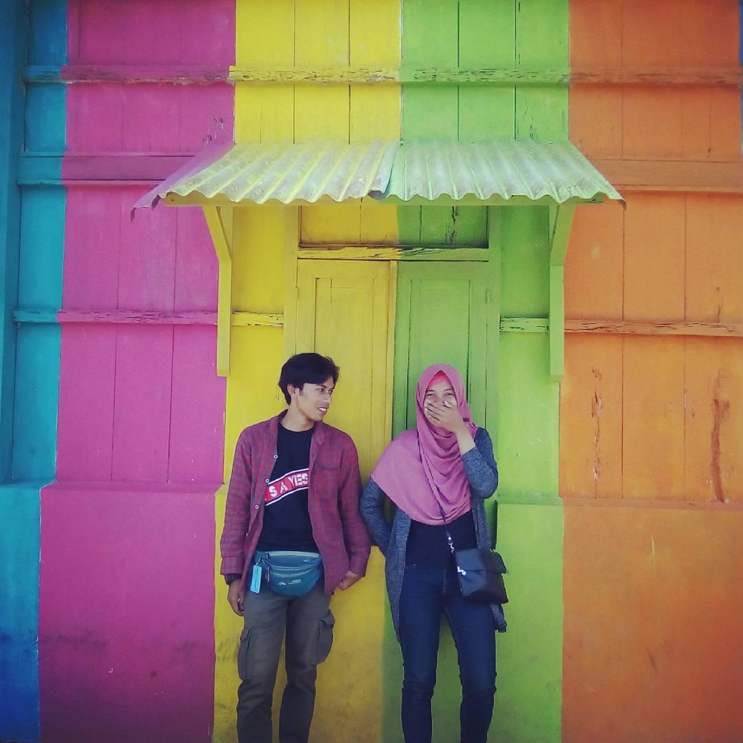"""Ngôi làng 7 màu đang khiến dân """"sống ảo"""" chao đảo ở Indonesia - 21"""