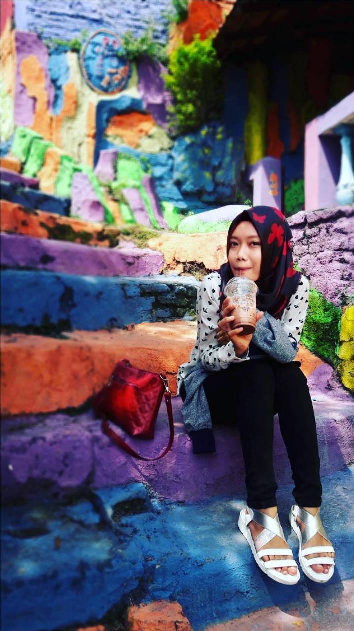 """Ngôi làng 7 màu đang khiến dân """"sống ảo"""" chao đảo ở Indonesia - 7"""