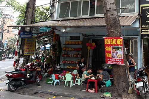 """Những """"nhân viên truyền thông"""" bất đắc dĩ trên phố Hà Nội - 5"""