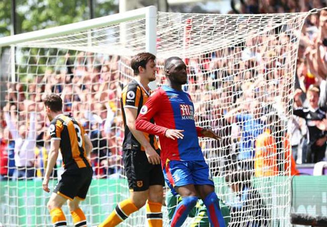Crystal Palace - Hull: Tiệc 4 bàn tiễn xuống hạng - 1