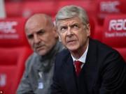"""Bóng đá - Arsenal thắng, Wenger vẫn bị máy bay... """"thả bom"""""""