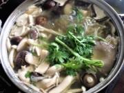 Ẩm thực - Lẩu gà nấu nấm đậm đà, thơm ngon đãi bạn dịp cuối tuần