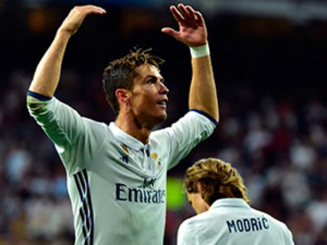 """Real: Ronaldo lập kỷ lục, đàn em bị gọi là """"kẻ bất lương"""""""