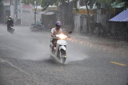 Đầu tuần, cả nước có mưa dông - 1