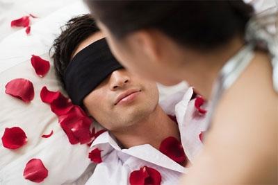 """Những điểm nhạy cảm khiến chàng ngất ngây khi """"yêu"""" - 1"""