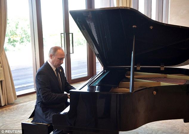 Video: Putin trổ tài piano tại nhà riêng Tập Cận Bình - 1